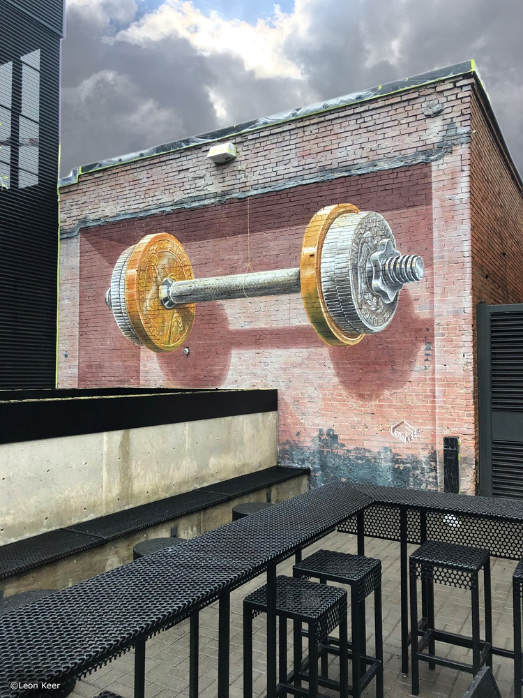 mural-streetart-dallas-leonkeer-balance