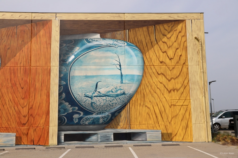 front-view-mural-delftblue-dryness-climate