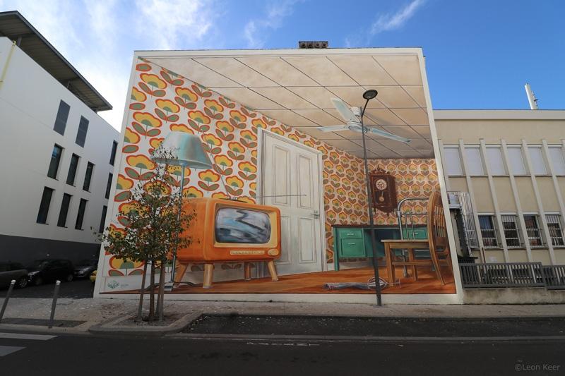 wrong-angle-streetart-leonkeer