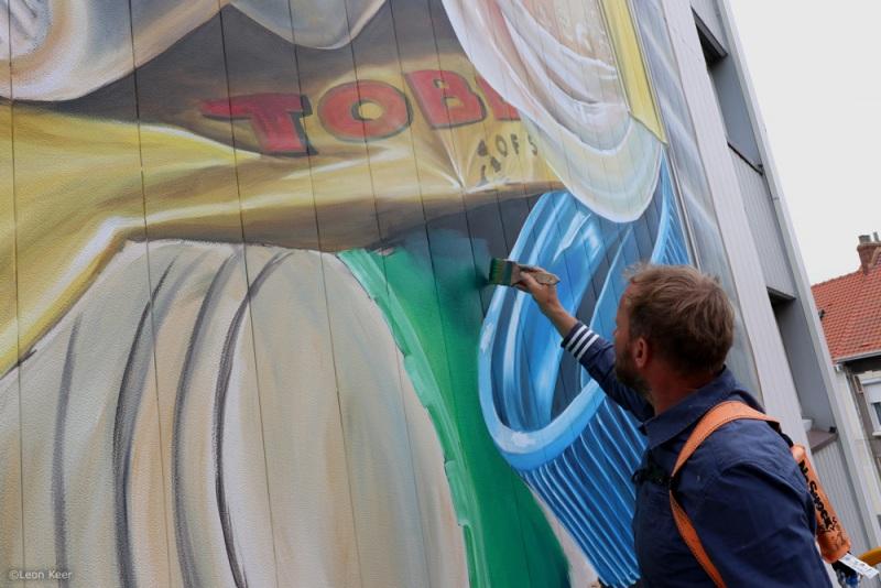 leonkeer-toblerone-3dmural-plastic-trash-streetart