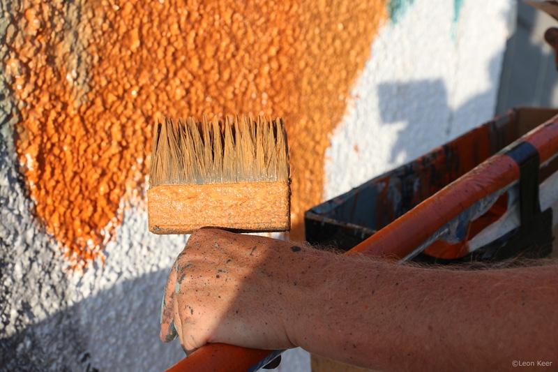 orange-leonkeer-streetart-mural-brush-painting