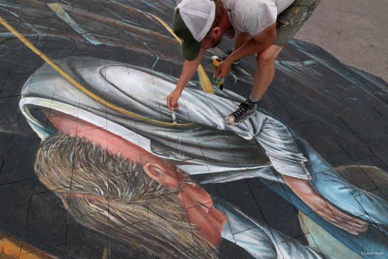 leonkeer-painting-3d-streetart-chalk-floorpainting