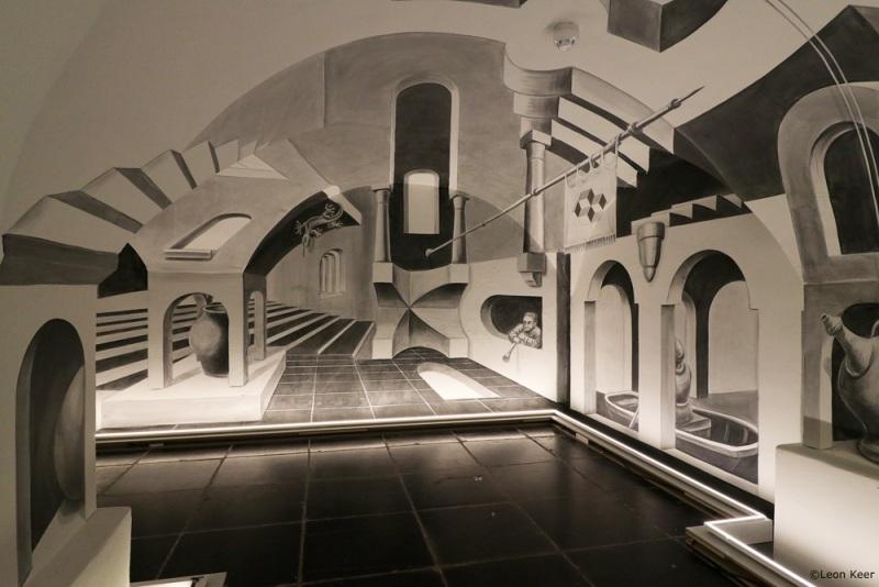 leonkeer-anamorpic-room-escher-viewpoint2