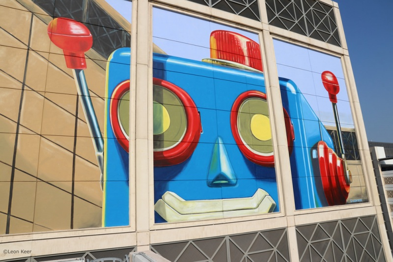 anamorphic-mural-by-leonkeer-dubai-3d-robot-vintage
