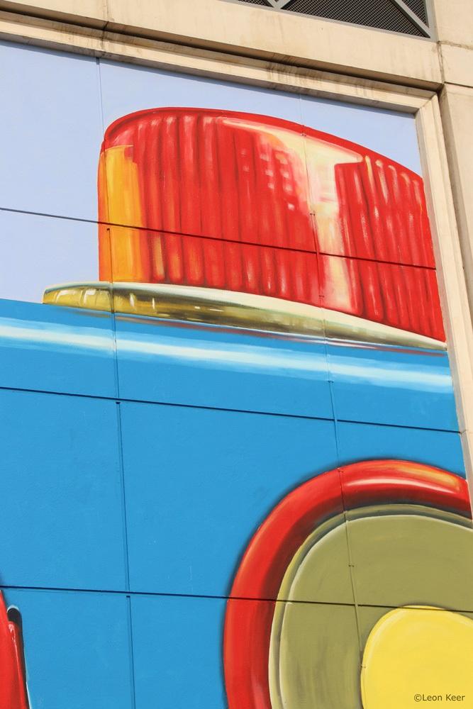 light-mural-robot-vintage-leonkeer-toy-play-dubai-wall-streetart-art