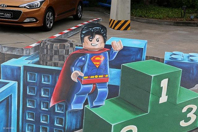 3d-street-art-lego-superman.jpg