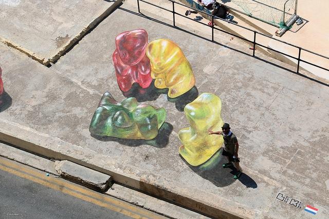 3d-streetart-gummy-bears