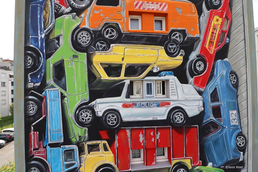 detail-mural-grenoble-streetartfest-leonkeer-3d-vintage-toys