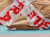 detail-wrapped-violin-package-3d-leonkeer-fragile-heist-op-den-berg-belgium