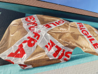 detail-wrapped-violin-package-mural-leonkeer-3d-anamorphic-streetart
