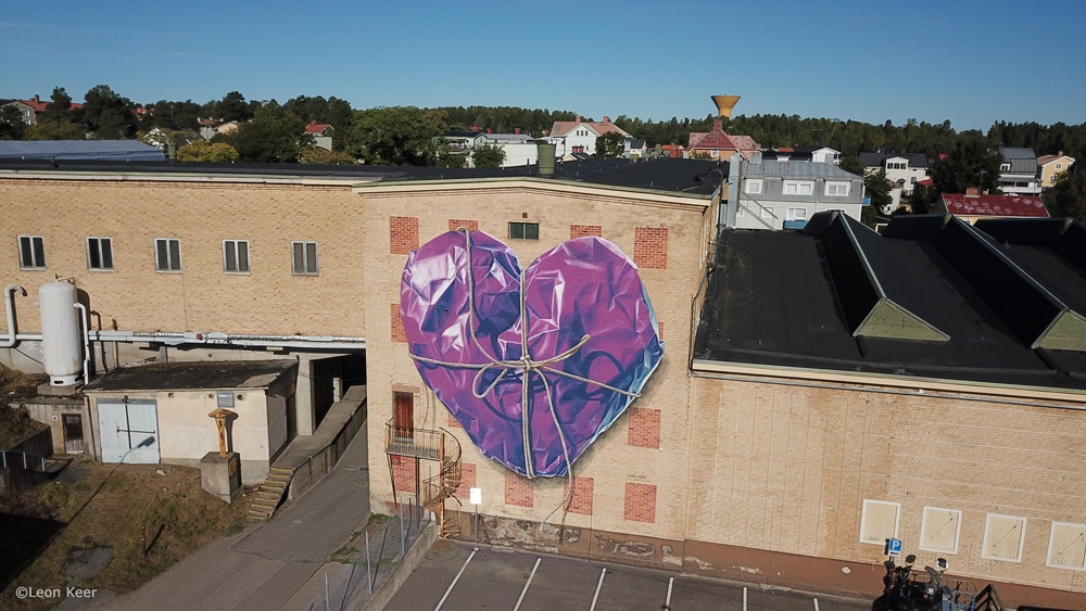 drone-leonkeer-mural-wrapped-heart-rope