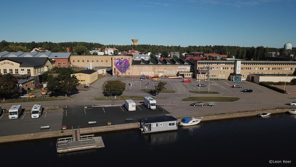 drone-soderhamn-leonkeer-mural-3d-wrapped-purple-heart