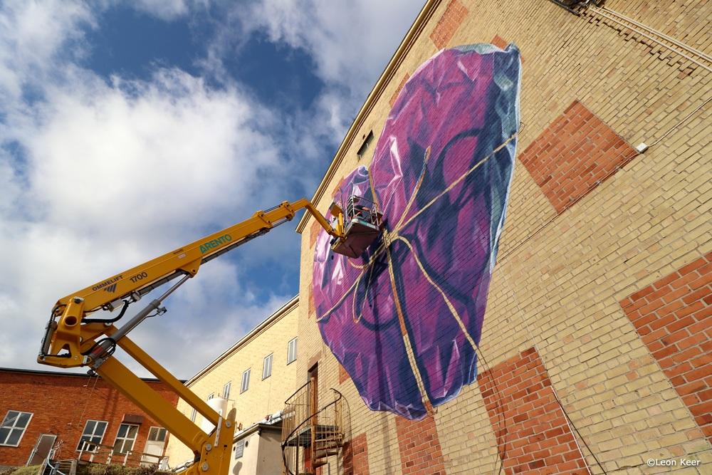 leonkeer-wip-mural-painting-streetart-wrapped-heart