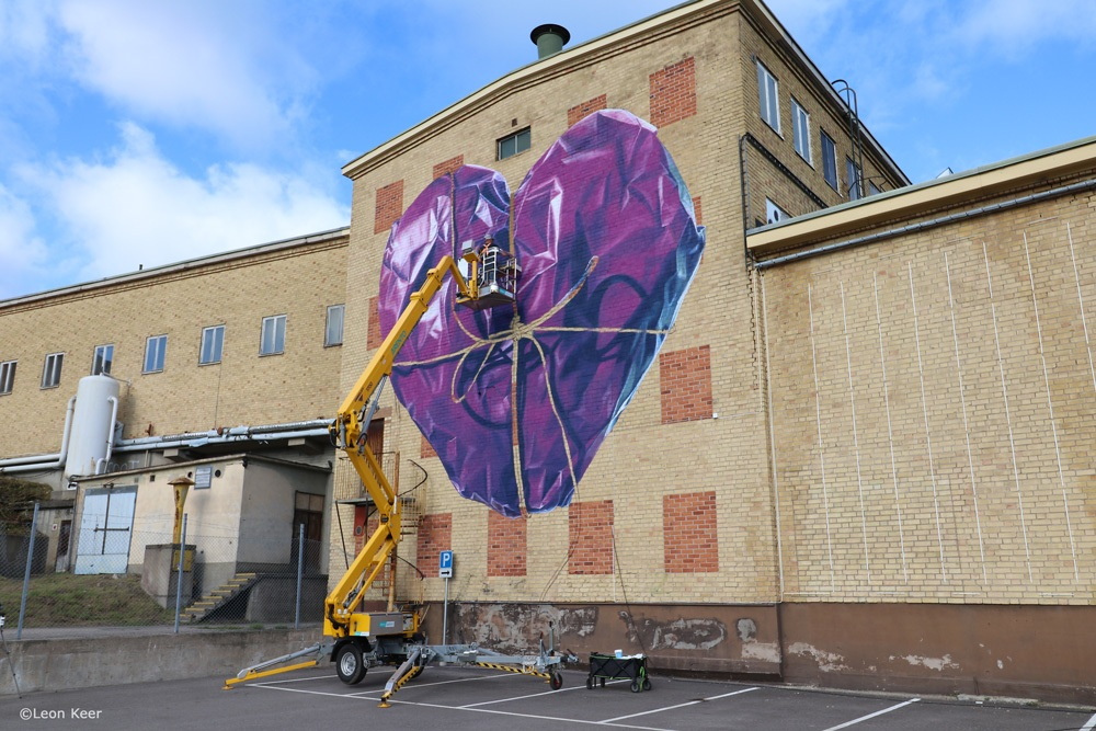 leonkeer-wip-mural-streetart-heart-wrapped-rope-3d-anamorphic