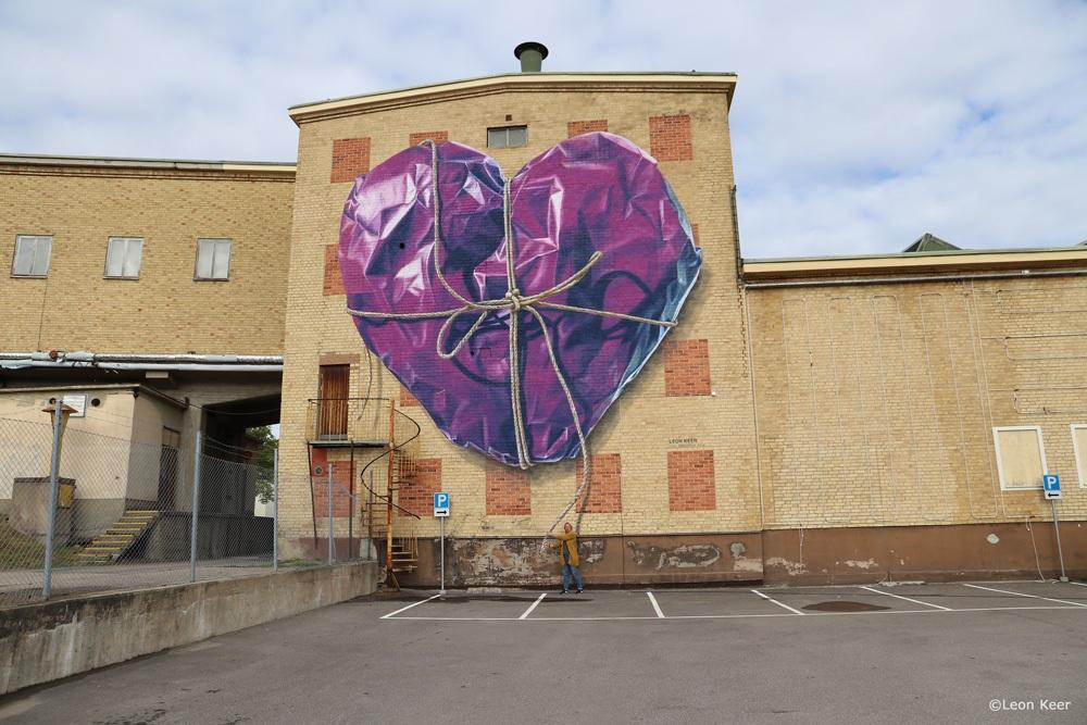 mural-anamorphic-3d-streetart-leonkeer-purple-heart-wrapped