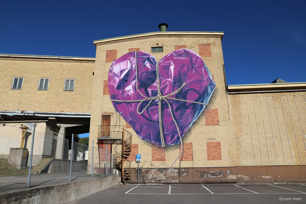 mural-leonkeer-wrapped-purple-heart-3d-bigmural-streetart