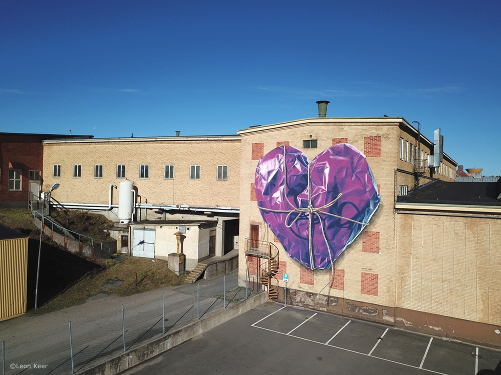 purple-wrapped-heart-leonkeer-streetart-mural