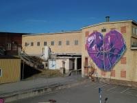 heart-wrapped-purple-rope-leonkeer-art-mural
