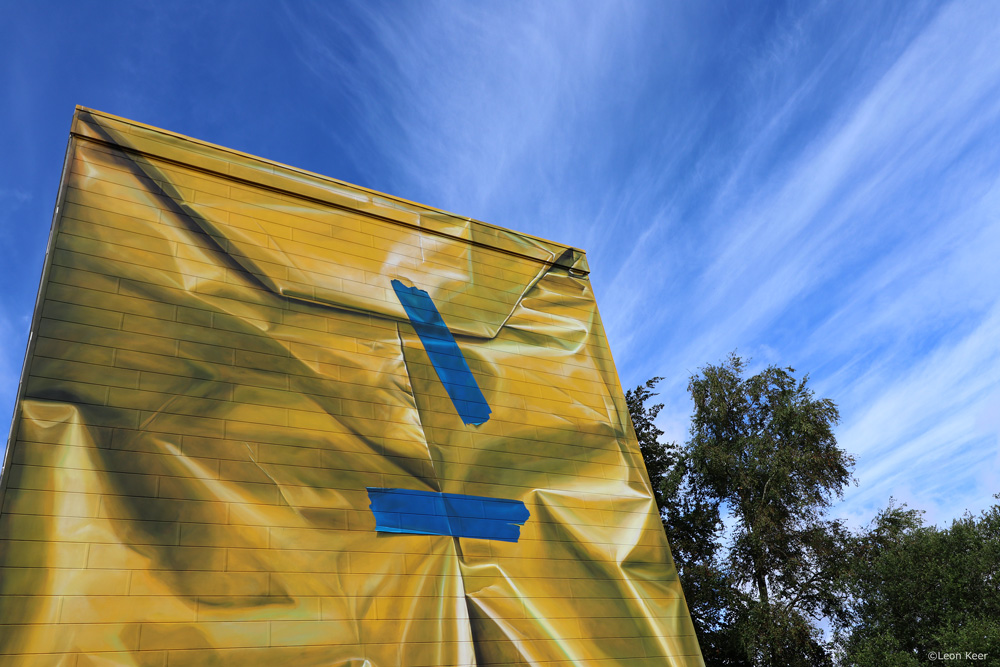 detail-leonkeer-mural-safe-house-package-building-wrapped