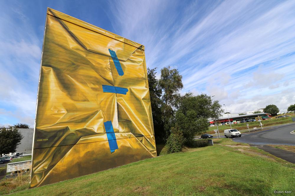mural-leonkeer-morlaix-wrapped-building-yellow-tape