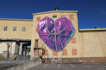 Mural wrapped by Leon Keer